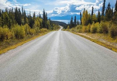 Fototapeta National Geographic jezero Atlin Kanada